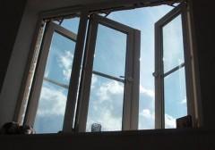 В Москве женщина выпала из окна и разбилась насмерть