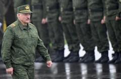 «Батько» Лукашенко готов защищать Белоруссию на танке