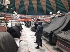 Судебные приставы опечатали «Сенной рынок» в Краснодаре