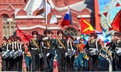 Песков: Парад Победы в 2021 году отменять не будут