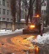 Невинномысские коммунальщики круглосуточно очищают город от снега