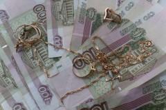 Жительница Таганрога познакомилась с мужчиной в Сети и осталась без денег и украшений