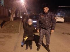 В Кисловодске росгвардейцы нашли потерявшегося во время прогулки ребенка