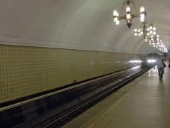 Мужчина избил парня и столкнул на рельсы в метро Москвы