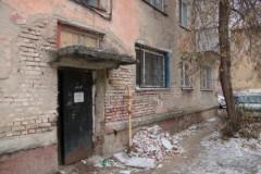 На севере Москвы провалился вход в подъезд многоэтажки