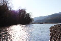 Сочинские спасатели достали тело женщины из горной реки