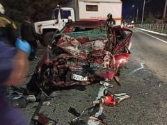 ДТП под Адлером: спасатели деблокировали зажатого в машине ростовчанина