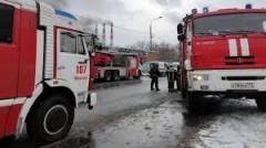 На западе Москвы полыхает автосервис