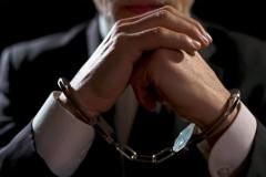 Инспектор таможенного поста задержан с поличным при получении взятки в Адлере