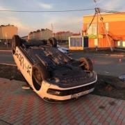 При ДТП в Москве перевернулось такси
