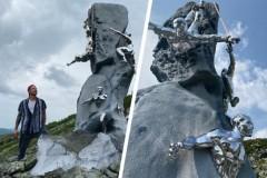 На «Перевале Дятлова» установили памятник погибшим студентам