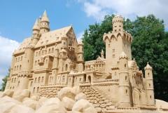 Рекордно высокий замок из песка построили в Дании