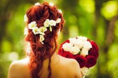 Невесты в РФ предпочитают платья с силуэтом русалки, длинные шлейфы и стиль бохо – исследование