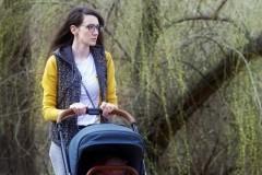 В Новошахтинске злодей ограбил женщину с ребенком