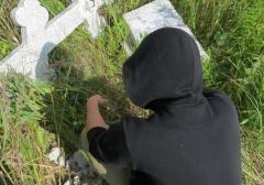В Невинномысске поймали банду кладбищенских вандалов