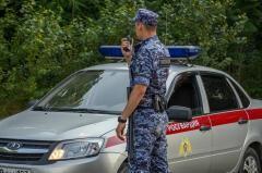 В Туапсе задержали мужчин, повредивших припаркованные автомобили