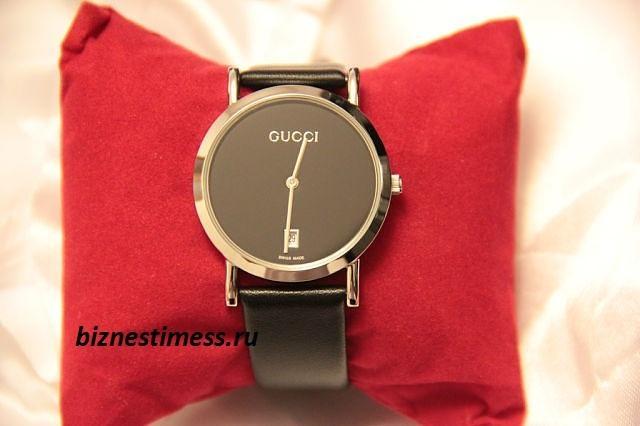 Часы наручные женские черные от гучи