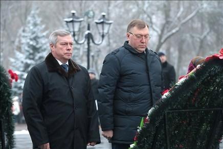 ВРостове почтили память воинов, освобождавших город отнемецко-фашистских захватчиков