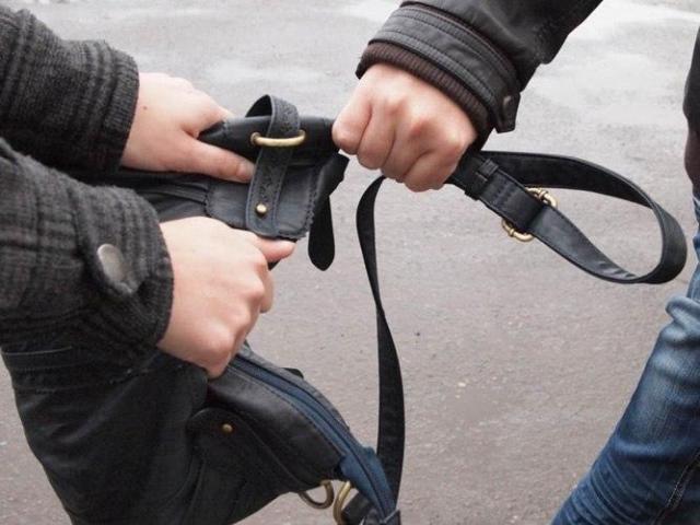 ВНевинномысске молодые преступники испугались прохожего