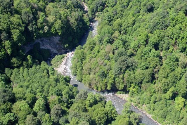 Cотрудники экстренных служб отыскали тело упавшего вгорах около Сочи туриста