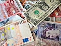 На открытии торгов валюта упала на 4 рубля