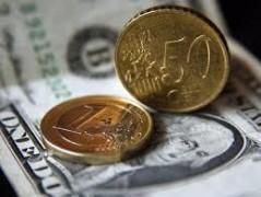 Курс доллара упал почти на 3 рубля