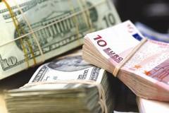 Доллар и евро резко подорожали до 53 и 57 рублей