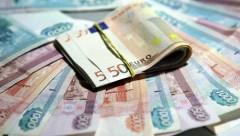 Впервые с февраля евро поднялся до 77 рублей