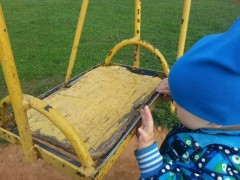 Скрытая угроза: детские площадки в Черкесске признали опасными