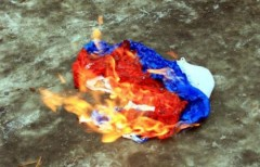 В центре Севастополя мужчина пытался сжечь российский флаг