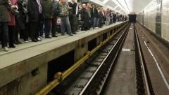 После падения женщины с ребенком на рельсы в метро возбуждено дело о покушении на убийство