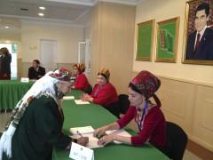 Наблюдатели: Выборы президента Туркмении проходят организованно