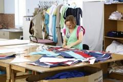 Вениамин Кондратьев посетил швейную фабрику по изготовлению медицинской одежды в поселке Мостовском