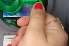 Жительница Лабинска украла у соседа банковскую карту, а затем сняла с нее деньги