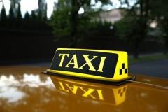 Двое жителей Кропоткина совершили квартирную кражу и напали с ножом на таксиста