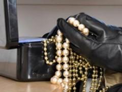 Житель Сочи пойдет под суд за кражу ювелирных изделий