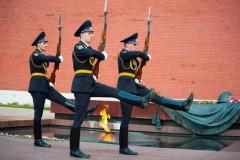 В Москве вандал напал на почетный караул