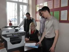 В Абинске полицейские и общественники провели мастер-класс «Госуслуги – это просто»
