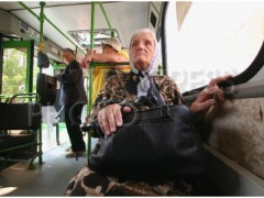 В Петропавловске-Камчатком 60-летняя женщина выпала из автобуса, проводится проверка