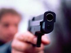В Ленинградской области мужчина пытался застрелить женщину, но промахнулся