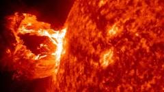 Мощная вспышка на Солнце ухудшила связь на Земле