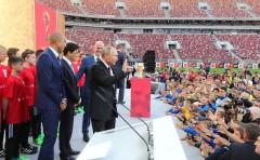 Президент РФ дал старт туру Кубка чемпионата мира по футболу-2018