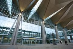 В аэропорту Пулково при обрушении трапа самолета пострадали женщина и её полуторогодовалая внучка