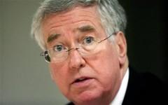 Названа истинная причина отставки министра обороны Британии