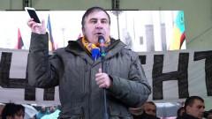 У Саакашвили идут обыски, он грозится прыгнуть с крыши