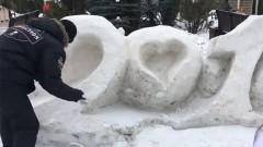В Красноярске коммунальщики покрасили снег в белый цвет