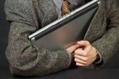 Житель Шахт украл ноутбук из салона красоты