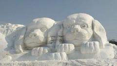 В КНР слепили огромную собаку из снега к китайскому Новому году