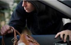 В Ростове полицейские задержали подозреваемого в краже сумки с деньгами из автомобиля