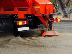 В Краснодаре 47 единицы спецтехники убирали снег всю ночь